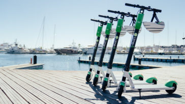 Lime предоставляет услуги езды на скутерах в морском порту Валенсии