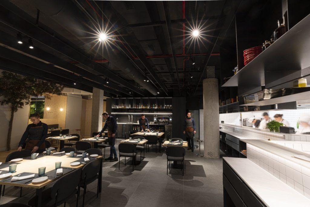 Ресторан Habitual приближает свою кухню к посетителям