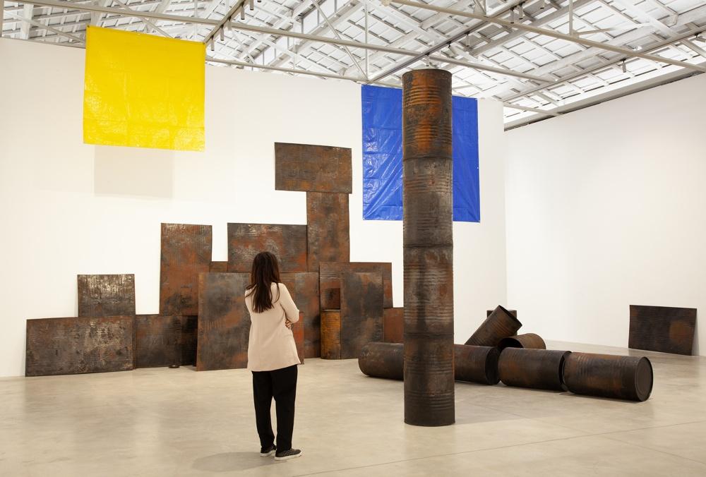 Первая выставка индийской художницы Шилы Гоуды в арт-центре Bombas Gens